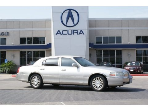 Silver Birch Metallic 2003 Lincoln Town Car Executive