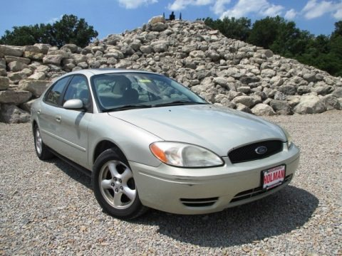 Arizona Beige Metallic 2004 Ford Taurus SES Sedan