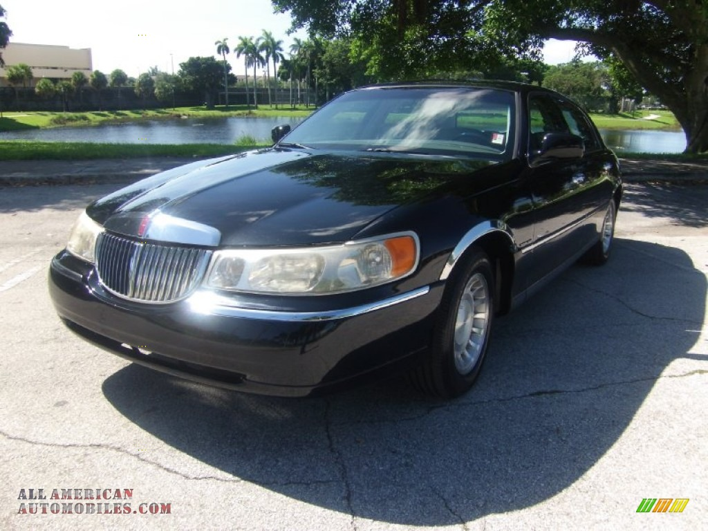 2001 lincoln town car executive in black clearcoat. Black Bedroom Furniture Sets. Home Design Ideas