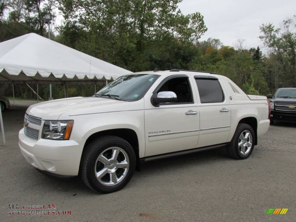 2013 chevrolet avalanche ltz 4x4 in white diamond tricoat 135129 all american automobiles. Black Bedroom Furniture Sets. Home Design Ideas