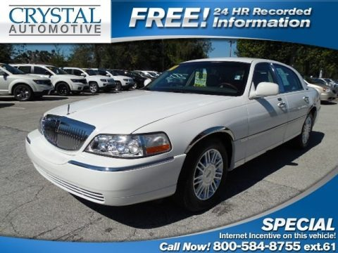 Vibrant White 2010 Lincoln Town Car Signature Limited