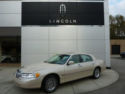 Ivory Parchment Pearl Tri Coat 2000 Lincoln Town Car Cartier